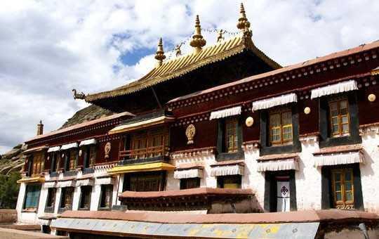 монастырь сэра в тибете