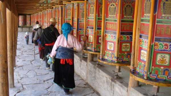 монастыри Тибета фото