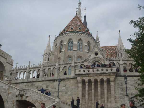 в городе много храмов, дворцов и старинных зданий