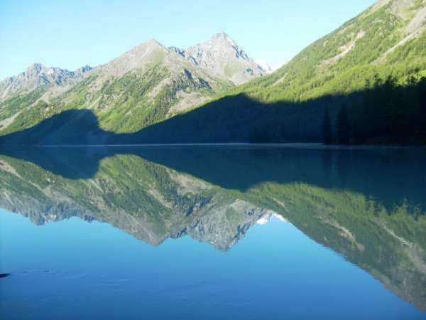 Большое Кучерлинское озеро на Алтае - яркая жемчужина в ожерелье озер России