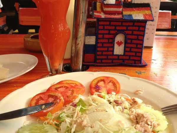 Салат в кафе. Паттайя