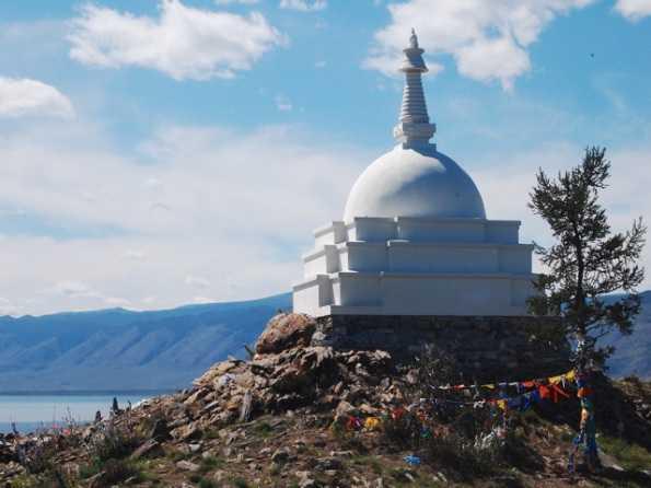 Буддийская ступа просветления на острове Огой на Байкале