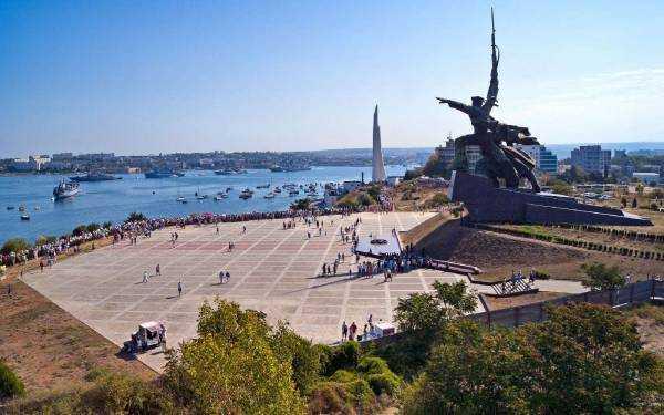 ПляжиСевастополя ждут вас летом