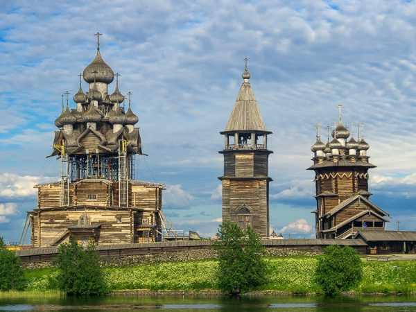 Кижи — российский памятник древнего зодчества