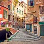 На улицах Венеции пиццу с колой больше не купишь. Надоел мусор
