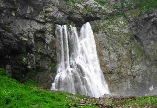 Гегский водопад: природная жемчужина по дороге на Рицу
