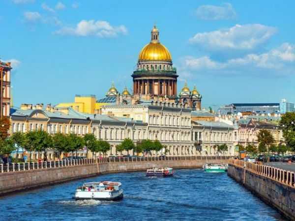 Лучшее в Санкт-Петербурге для меня - это музеи и уютные кафе