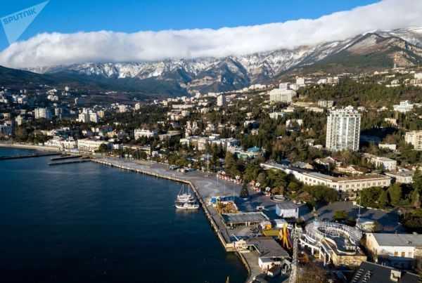 Спрос на перелеты из Москвы в Крым возвращается