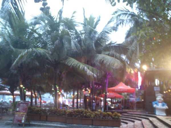 Бухта Дадунхай. Магазины, шоппинг, китайская медицина и конечно пляж