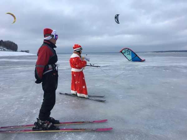 В Чебоксарах 31 декабря на Московской набережной пройдёт кайтсёрф-парад Дедов Морозов