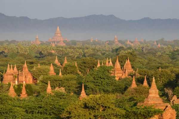 В древний город Баган в Мьянме вместо туристов пришли мародеры
