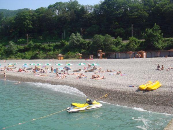 Пляж «Ласточка» Большого Сочи: почему здесь выгодно отдыхать?