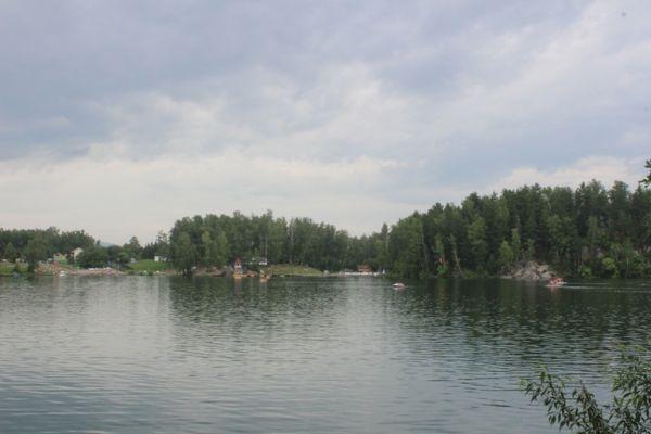 бесплатный пляж на озере Ая