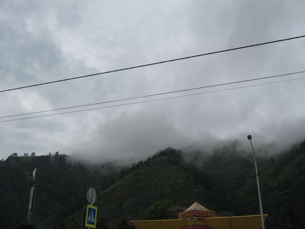 Испарения в горах после дождя