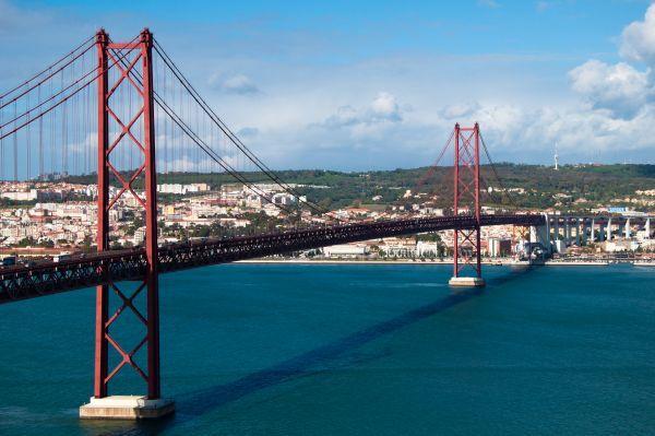 Мост 25 Апреля в Лиссабоне. Фото, описание, информация