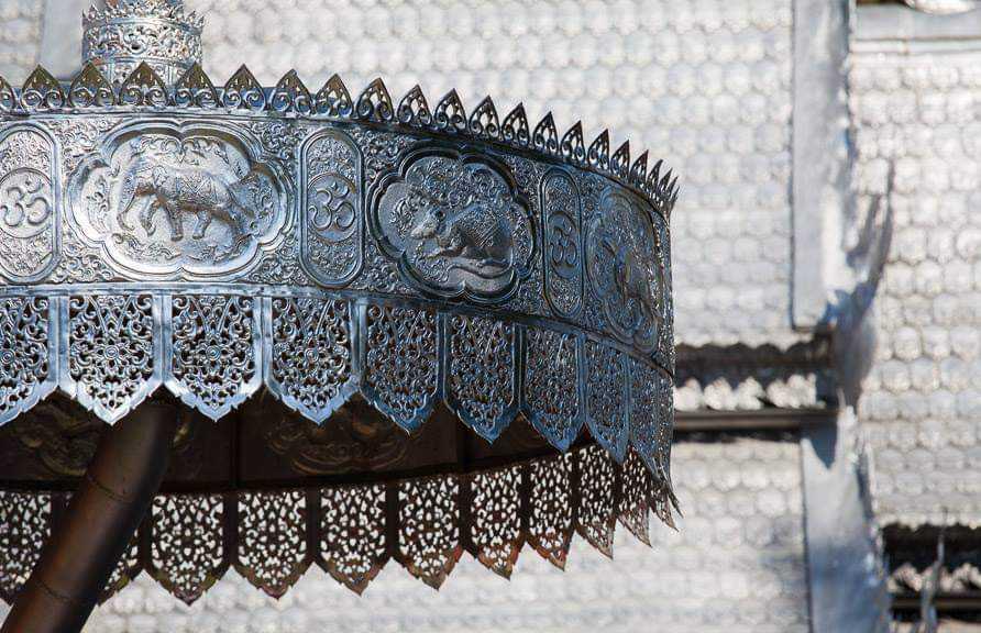Серебряный храм Sri Suphan