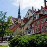 Рига не желает состязаться с Прагой. Зачем столько туристов?