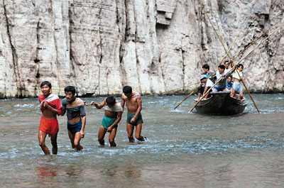 Как побывать в Городе Призраков и увидеть бурлаков на реке Янцзы