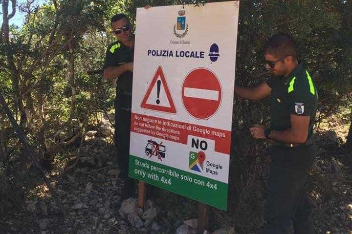 В городе Баунеи на Сардинии туристам запрещают Google карты