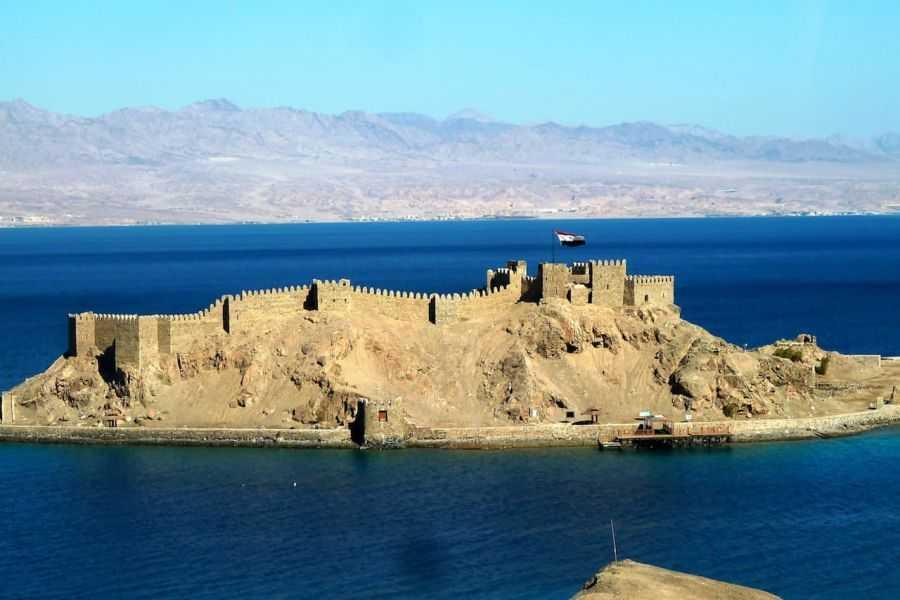 С какого курорта в Египте можно совершить тур на остров Фараонов?