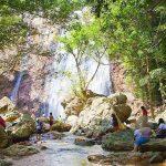 Пурпурный водопад Na Mueang Waterfall на острове Самуи