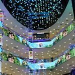 Есть в торговых центрах Москвы что-то космическое