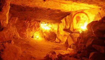 Подземная красота Сьяновских пещер в Подмосковье