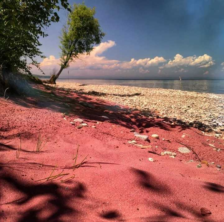 Гранатовый пляж