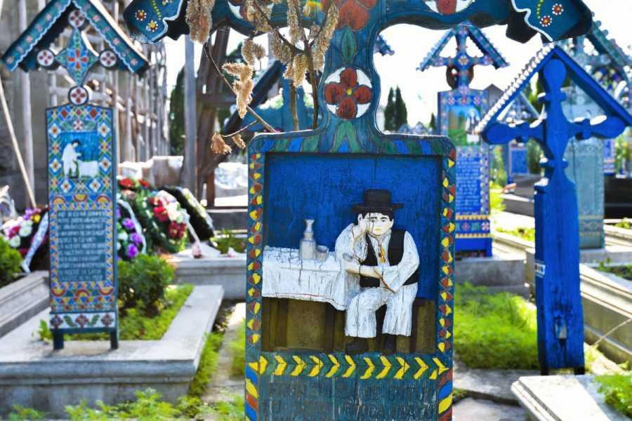 Чимитирул-Весел В Румынии. Не кладбище, а веселуха на каждой могиле