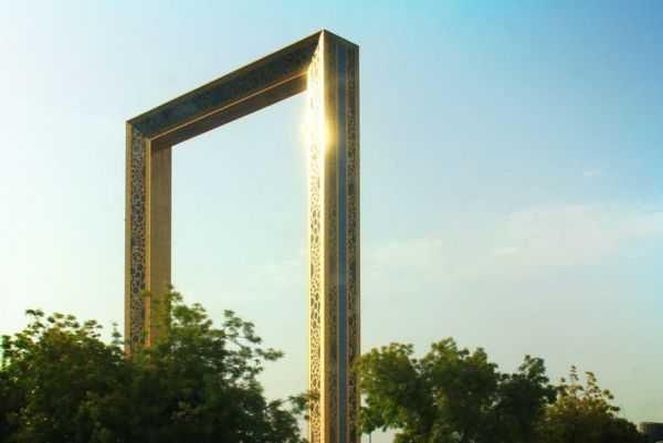 Рамка в Дубае и сказочный светящийся парк через дорогу